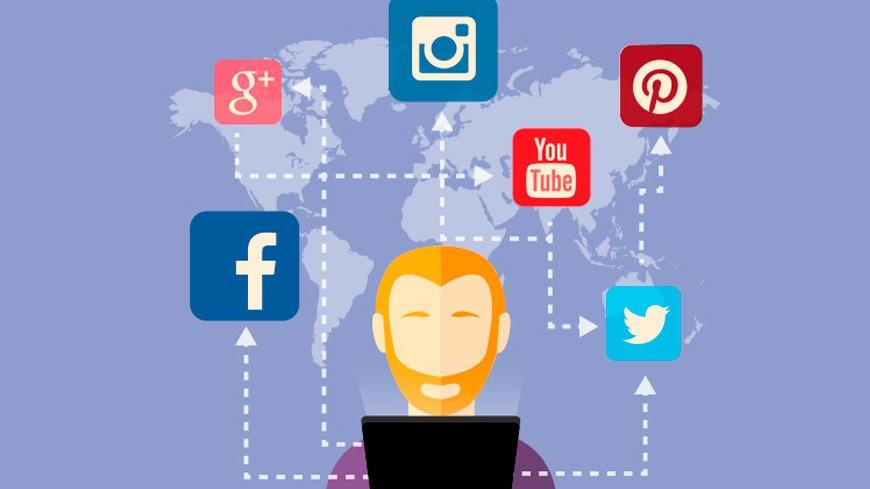 Administrador de redes sociales Fb y Twitter